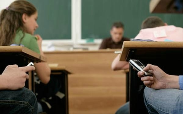 should phone be banned in classroom Teaching strategy, digital learning - should cell phones be banned in the classroom.