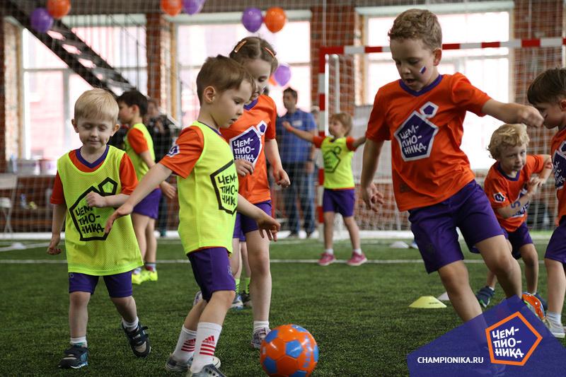 Подвижные игры на занятиях футболом